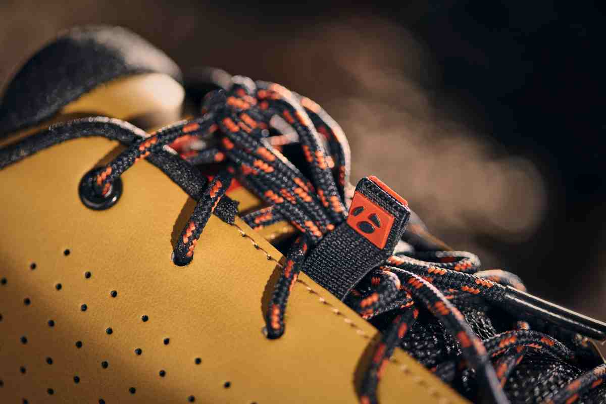 The GR2 Gravel Shoe features a retro style lace system.