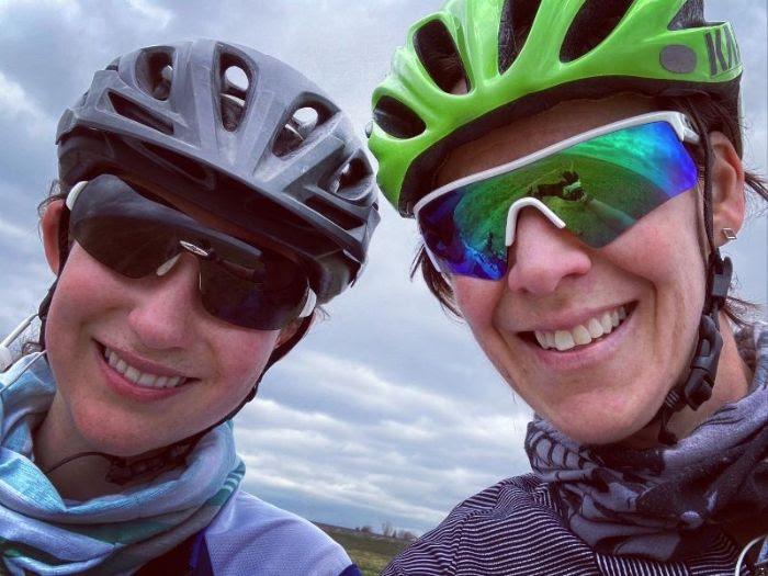 Co2Ut offers pre-registration to women. women in gravel cycling